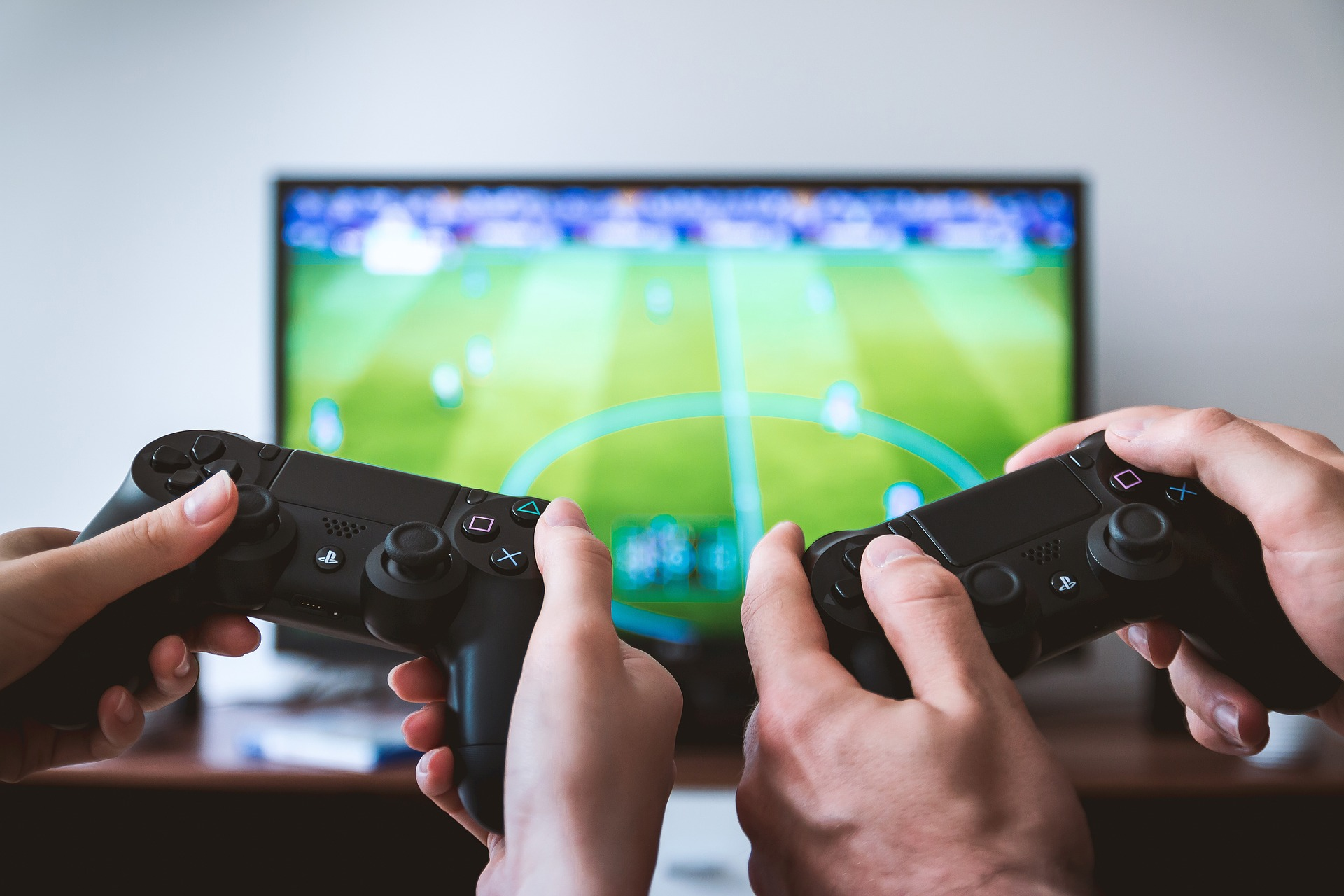 Is Playing Video Games for a Living Feasible? Becoming a Streamer Is Easier If You Follow These 7 Tips